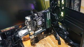 컴퓨터를 눕히면 잘 되는데 세우면 모니터가 안 나온다?…