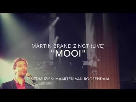 Martin Brand zingt 'Mooi' van Maarten van Roozendaal (live)