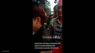 Download Video Video Detik detik Kedatangan Zola di Gedung KPK sebagai Tersangka - (Kamis, 15 Februari 2018) MP3 3GP MP4