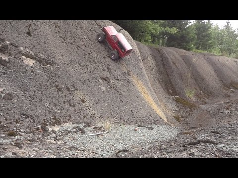 Almost vertical Climb - Axial SCX10 Dodge Ram Charger