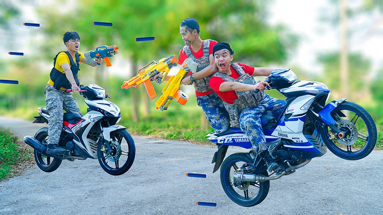 Battle Nerf War: Motorbike Driver & Blue Seal Nerf Guns Robbers Group BALLOONS RACING BATTLE