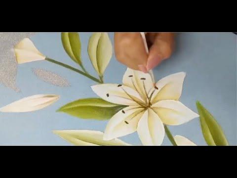 Como Pintar Un Mantel Con Flores Lilis Blancas