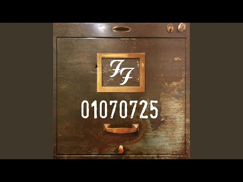 Cole Selleck - Listen To Foo Fighters' New EP 01070725