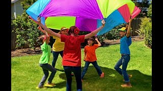 Learn English Colors! Parachute Play with Sign Post Kids!