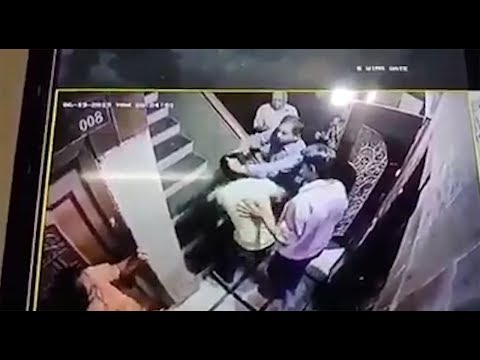 Mumbai: Woman fights chain snatcher in building lift, residents caught him