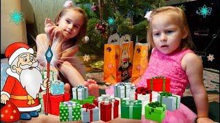 Куклы игрушки и подарки для детей Алина и Юляшка показывают подарки на Рождество Играем в куклы