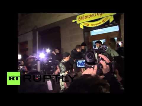"""Ukraine: Crowd chants """"Russia, Russia"""" at UN representative Serry"""
