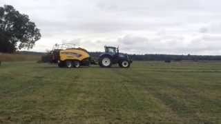 New Holland BigBaler 870 baling grass in Oxfordshire