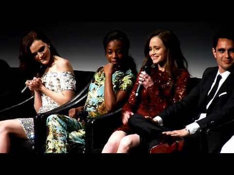 Alexis Bledel & Samira Wiley 'Handmaid's Tale' on how scary Ann Dowd is