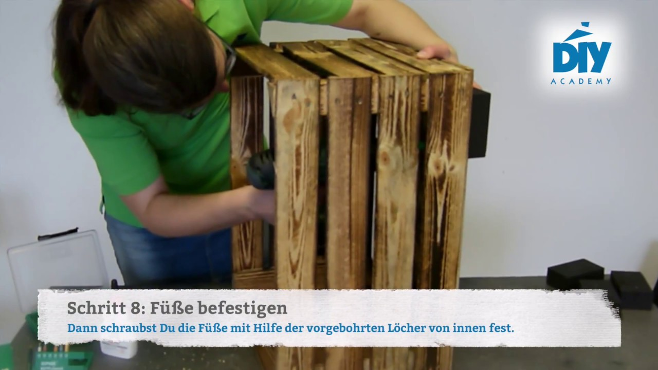 upcycling hocker aus einer obstkiste selbst bauen youtube. Black Bedroom Furniture Sets. Home Design Ideas