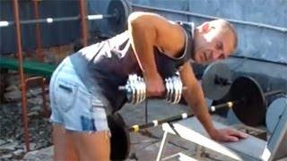 Тяга гантели одной рукой в наклоне: как накачать плечи(У нас Вы можете заказать индивидуальную (персональную) программу тренировок по интернету: http://atletizm.com.ua/personal..., 2012-09-03T08:42:54.000Z)