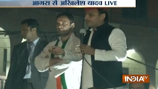 UP polls: Akhilesh Yadav and Rahul Gandhi after roadshow in Agra