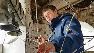 Звонарь Александр Блинов на колокольне Покровского храма села Давыдовское 13.10.2019