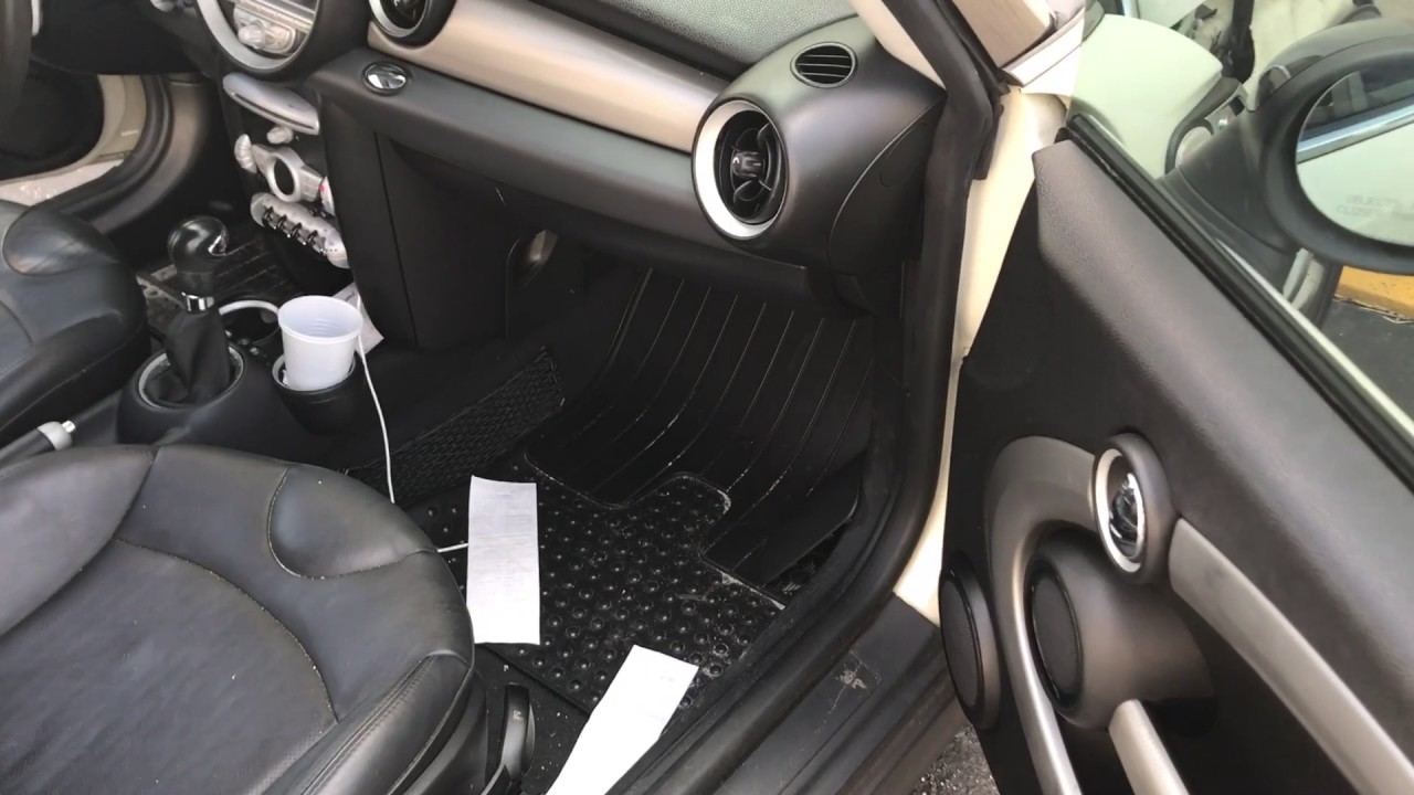Fuse box location for 2007-2011 Mini Cooper (caja de fusibles) - YouTubeYouTube