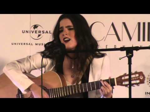 """Camila Fernández canta """"Pídeme"""""""