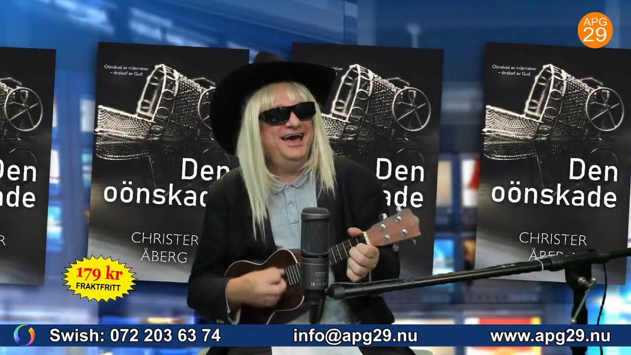 Christer Åberg i peruk, hatt och solglasögon.