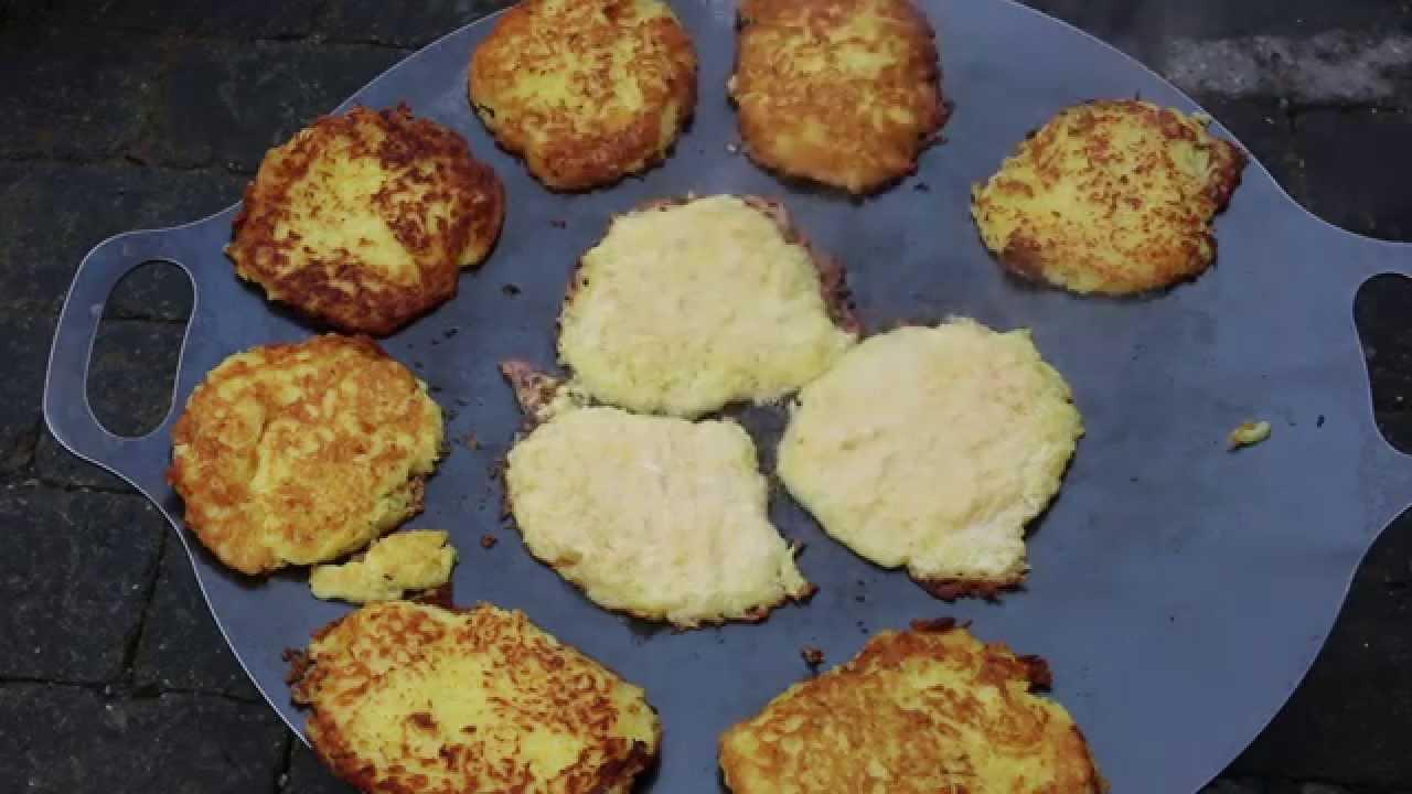 Reibekuchen Pfanne Für Gasgrill : Kartoffelpuffer aus der petromax grillpfanne youtube