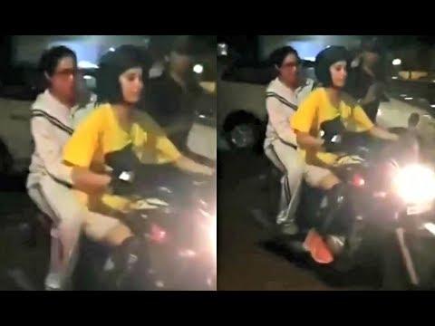 Sridevi की बेटी Jhanvi Kapoor जब ऐसे कपड़े पहनकर घूम रही ...