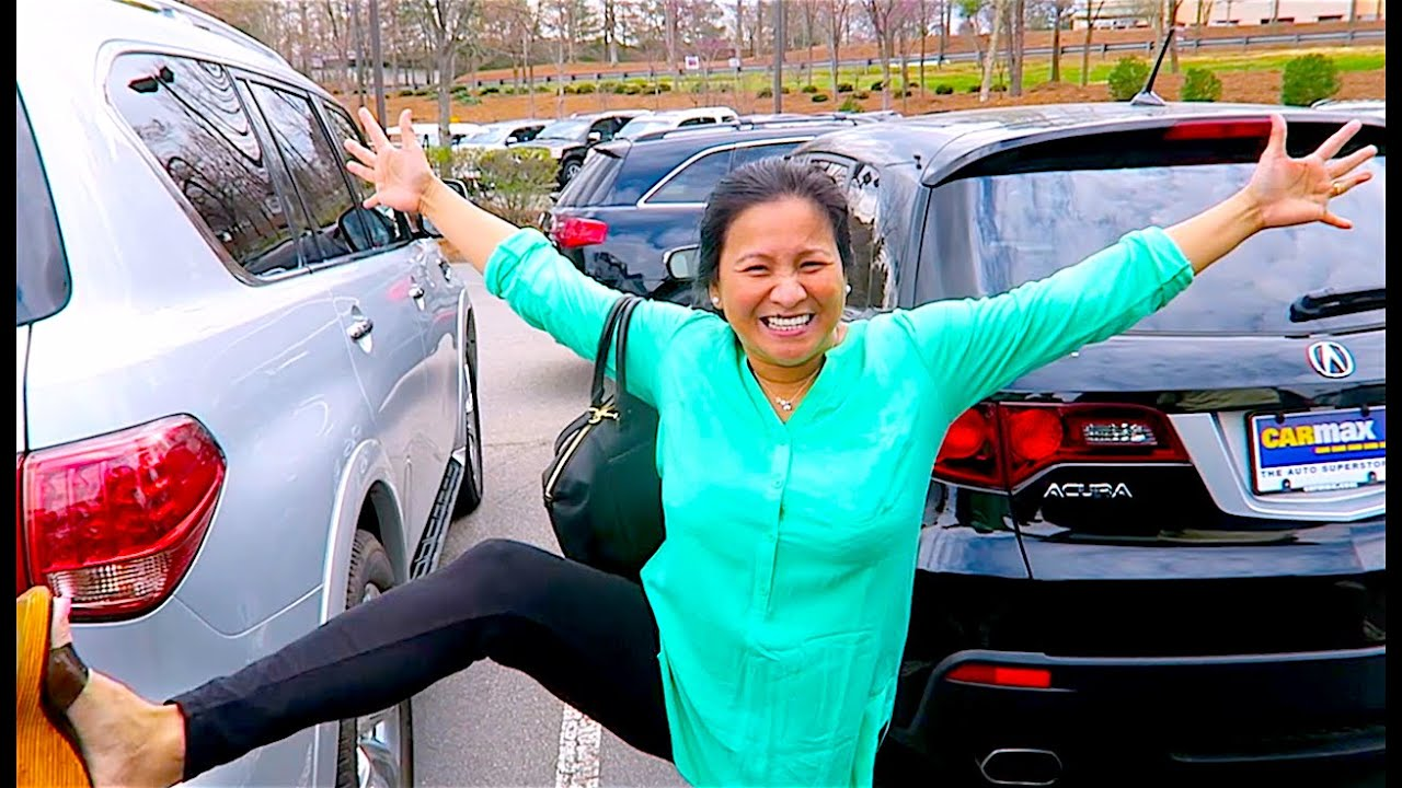 BUYiNG MOM A NEW CAR!! - YouTube