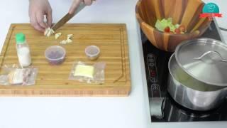 Картофель в сливках с беконом и овощным салатом