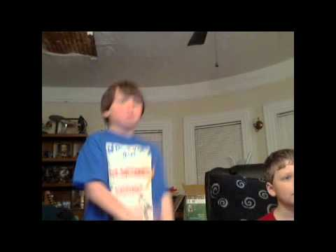 REALLY FUNNY KID DANCE TO SCATMAN JOHN MUSIC! MUST SEE!