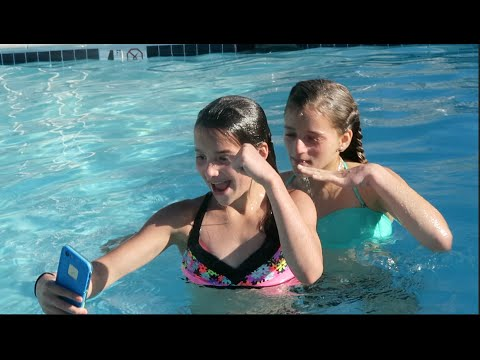 Making an Underwater Musical.ly (WK 284.5) | Bratayley