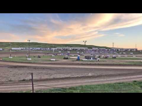 6/3/2017 Gillette Thunder Speedway heat race outside