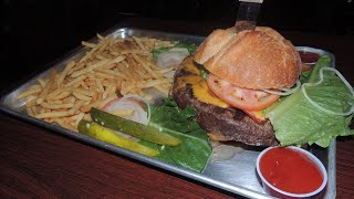 Murphy's Burger Challenge MASSIVE 3lb Bacon Cheddar Cheeseburger!!