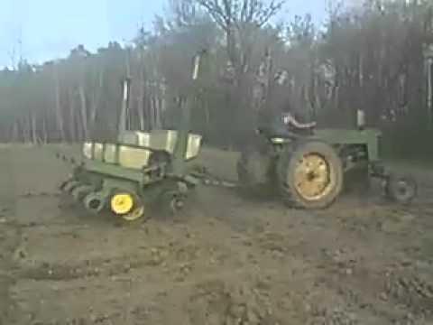 John Deere 70 Planting Corn With 7000 Planter Youtube