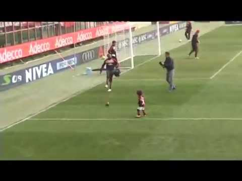 Robinho And His Son in training...The Future Messi/Wilshere - YouTube.FLV