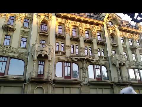 Дерибасовская в Одессе. Очередь к Стулу и Утёсову. Deribasovskaya street