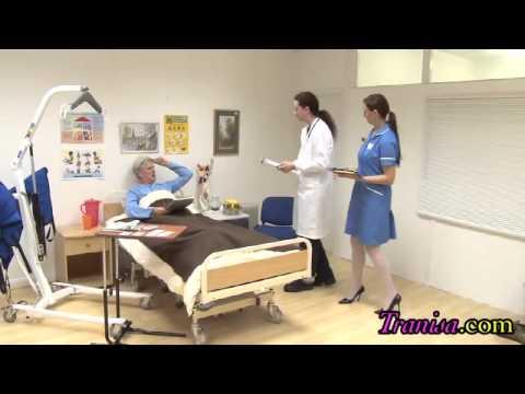 Milf y enfermera lesbiana