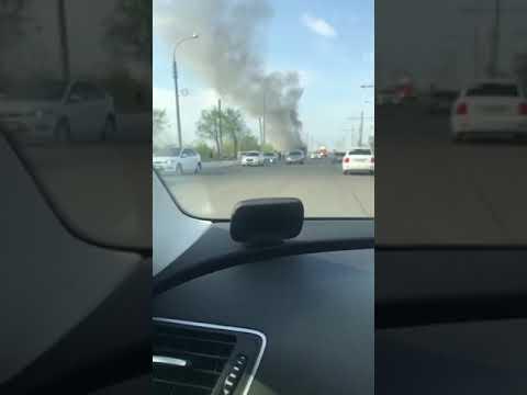 В Оренбурга загорелся автобус на перекрестке улиц Беляевская и Донгузская.