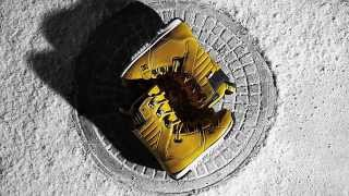 DC SHOES: THE MUTINY SNOWBOARD BOOT