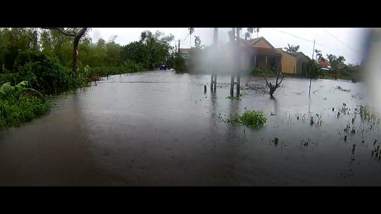 Mưa lớn ngày 9 tháng 10 năm gây ngập nhiều tuyến đường ở Huế