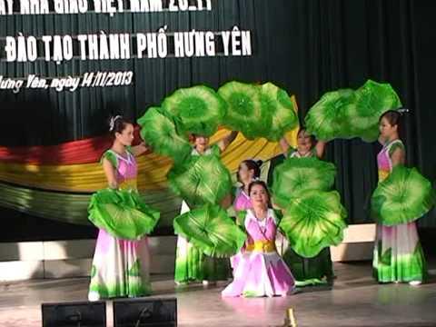 """Múa """"Người về thăm quê"""" -Tiết mục hội diễn 20-11-2013 của GV trường THCS Quảng Châu Hưng yên"""