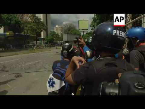 Clashes as opposition march to Supreme Court