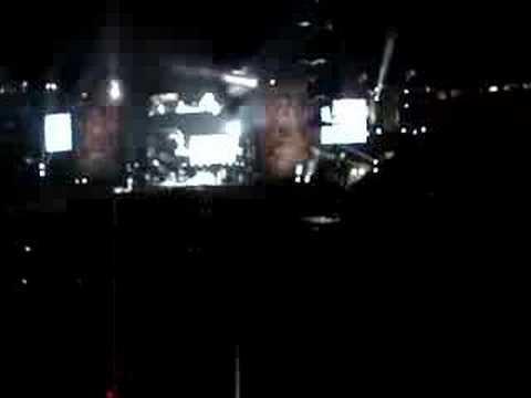 Kenny Chesney Performs