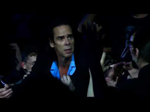 """Nick Cave & the Bad Seeds """"The Weeping Song"""" (final part in the audience) @ Zenith Paris 2017"""