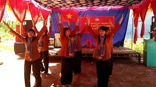 Đội múa ấp Bù Tam 2.Tàu Anh Qua Núi
