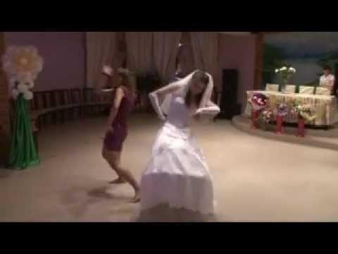 Прикольный танец невесты и жениха