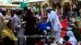 Fasting Muslims performing Iftar at the dargah of Hazrat Nizamuddin Auliya