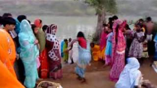 A lady dancing for chhath pooja.MP4