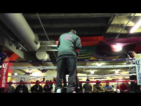 robert easter jr working mitts with mike stafford EsNews Boxing