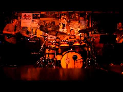Holdsworth, Johnson, Bruner Jr. - Letters of Marque drum solo