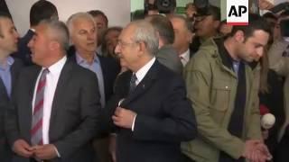 CHP opposition leader votes in Turkey referendum
