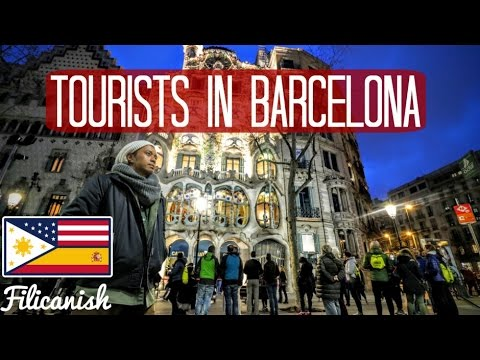 tourists-in-barcelona-spain