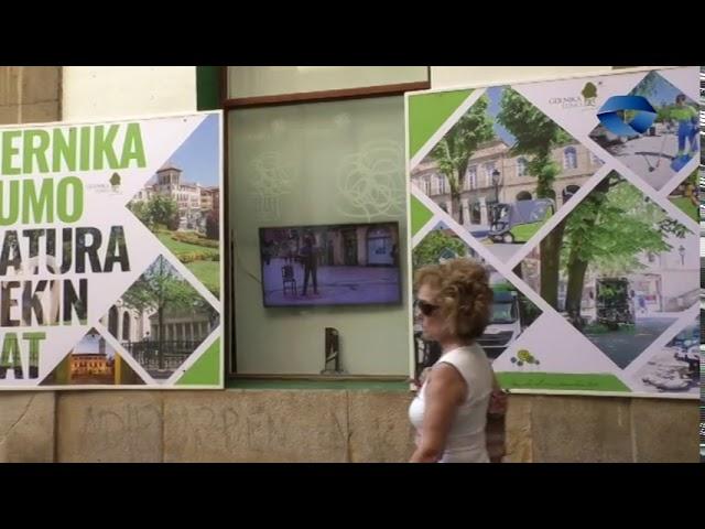Platinozko erratza erakusgai dago Turismo Bulegoan