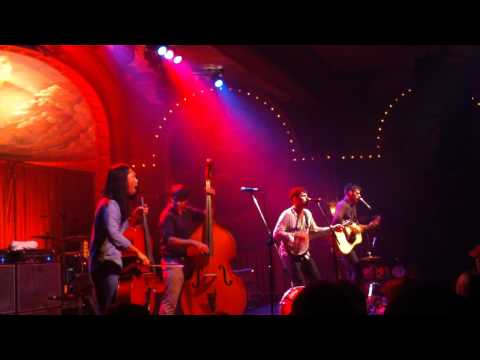 Avett Brothers - Pretty Girl From Chile...