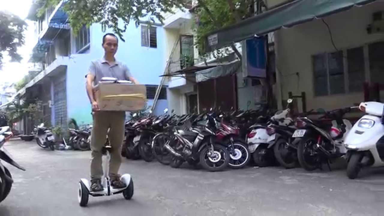 Dùng Ninebot Mini để vận chuyển hàng